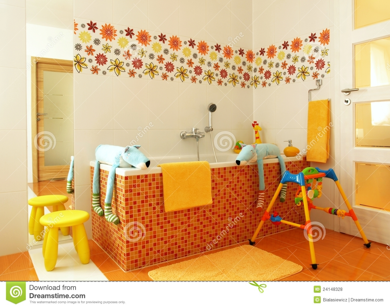 salle de bains moderne color e pour des enfants photo stock image du amusement bain 24148328. Black Bedroom Furniture Sets. Home Design Ideas
