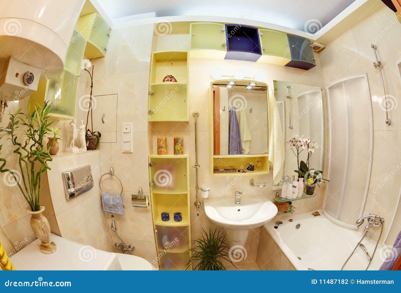 Salle de bains moderne dans des couleurs vives jaunes et bleues ...