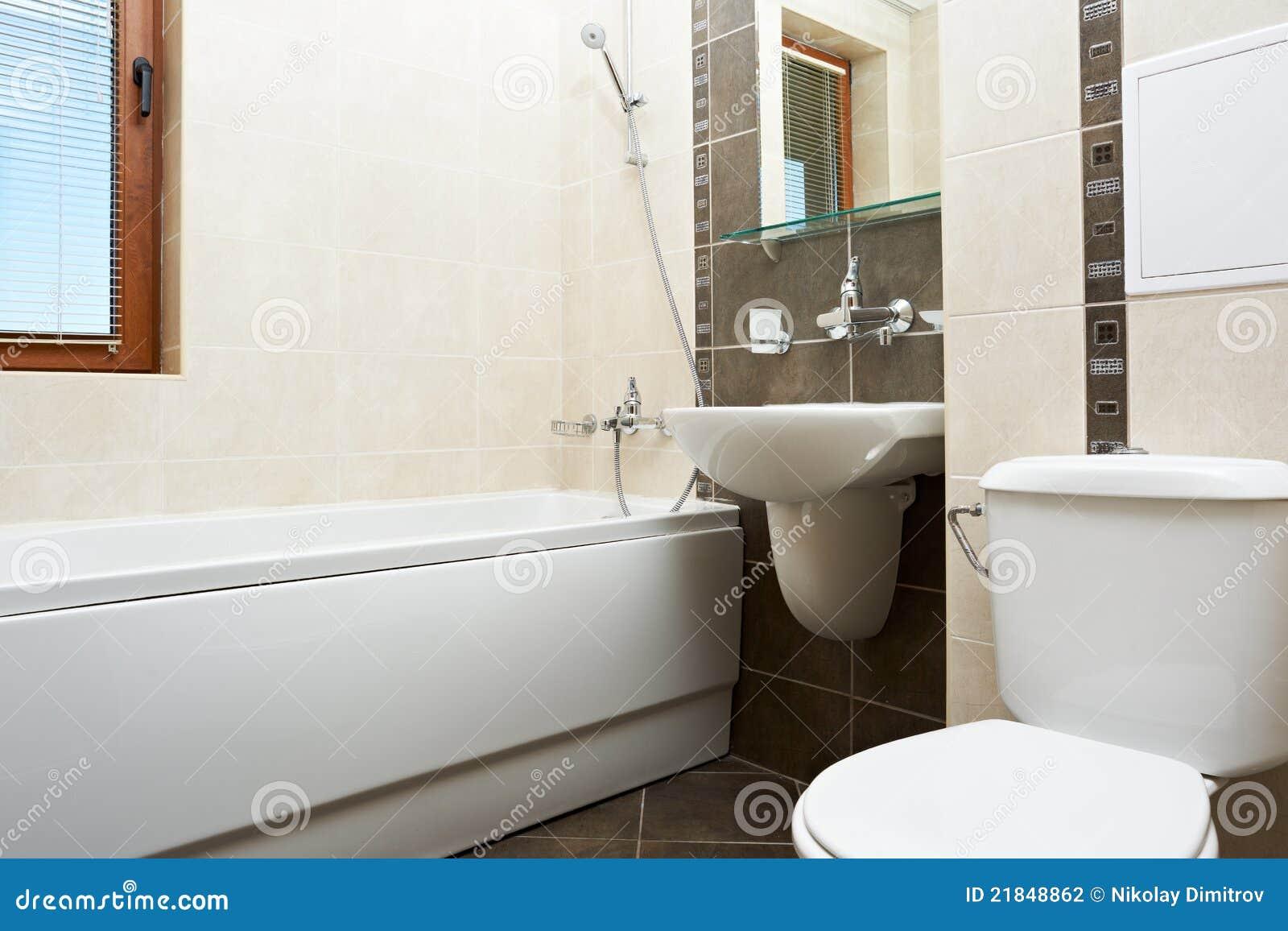 Salle de bains moderne dans la couleur brune photographie stock ...