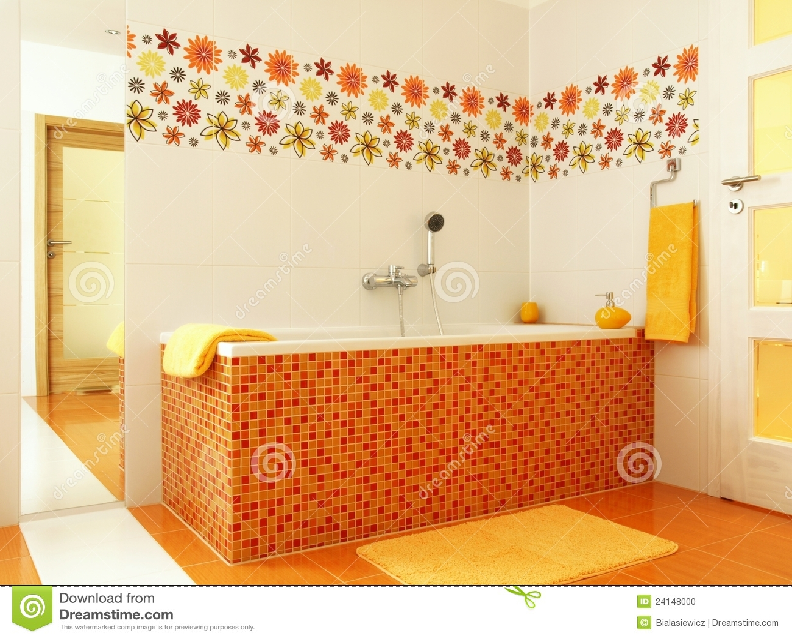 Salle de bains moderne dans la couleur orange photo stock for Comcouleur salle de bain moderne