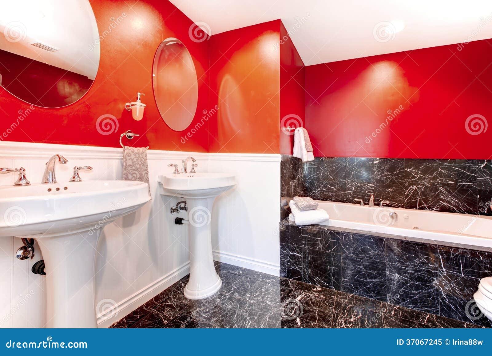 Salle De Bains Noire Et Rouge Impressionnante Image stock - Image du ...