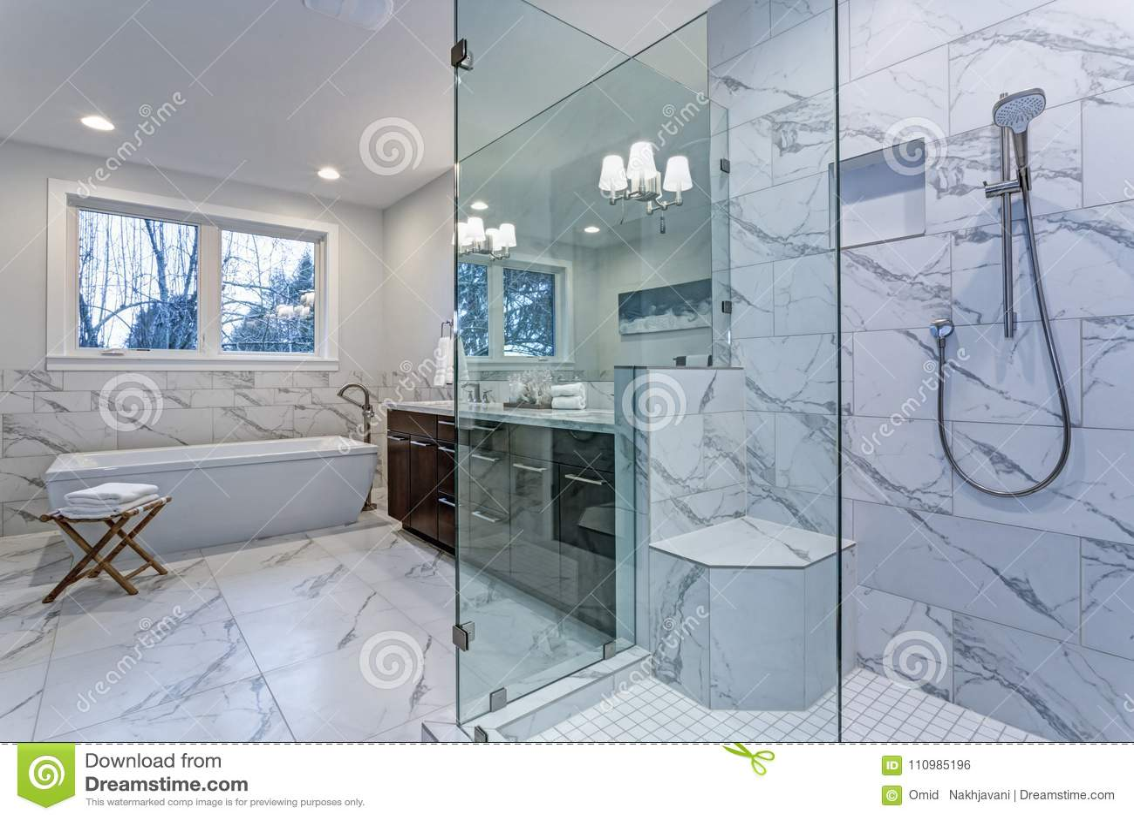 Salle De Bain Marbre De Carrare salle de bains principale incroyable avec la bordure de