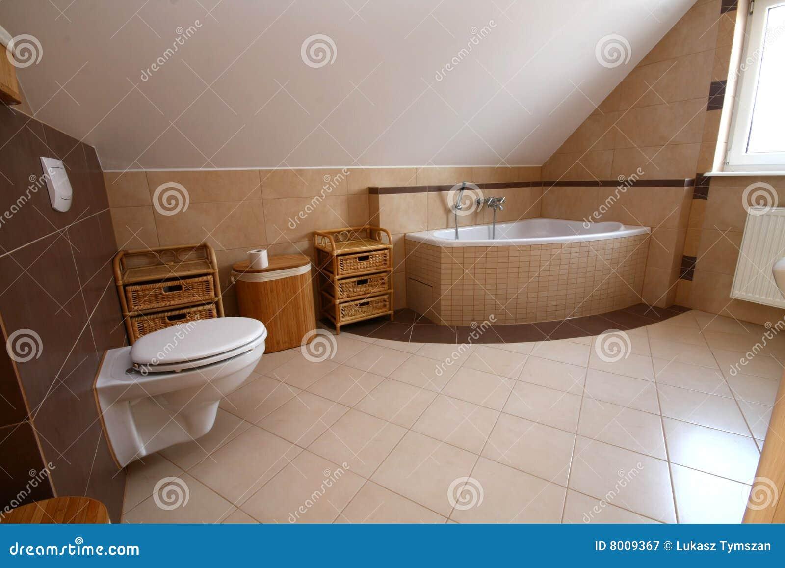 Salle de bains simple image stock image du lavage bain for Salle de bain hors du commun