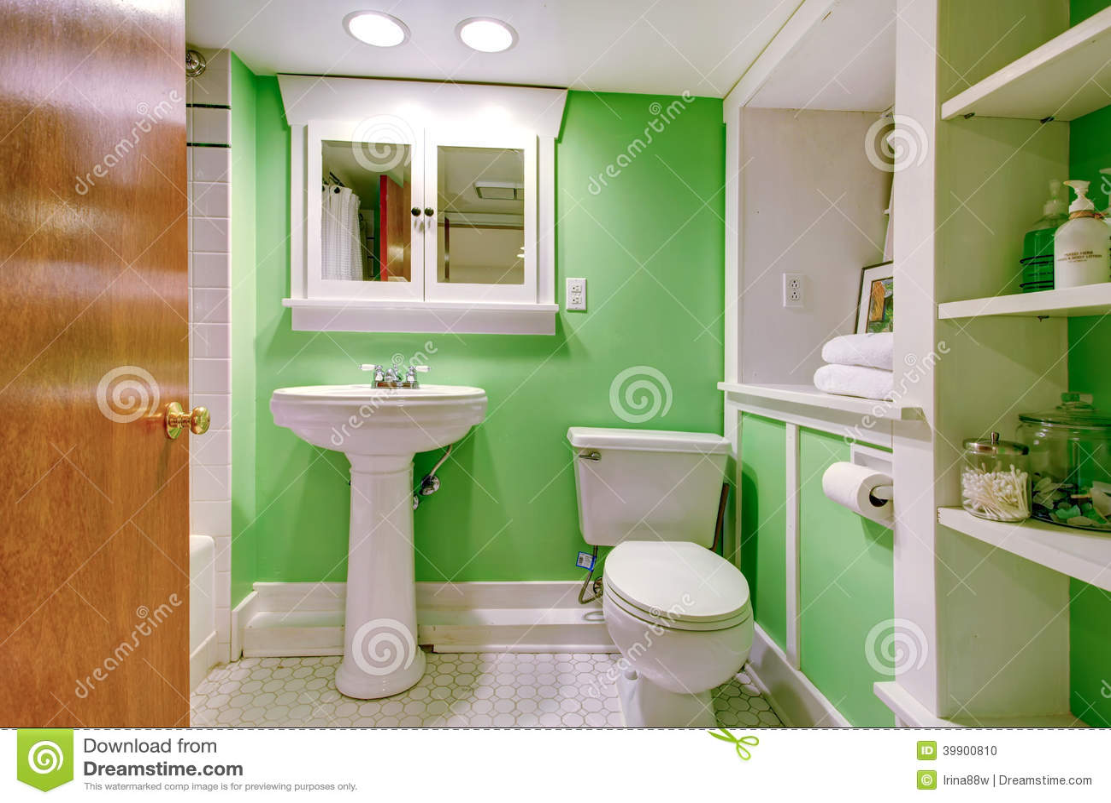 Salle De Bains Verte Et Blanche Photo stock - Image du lavabo, home ...