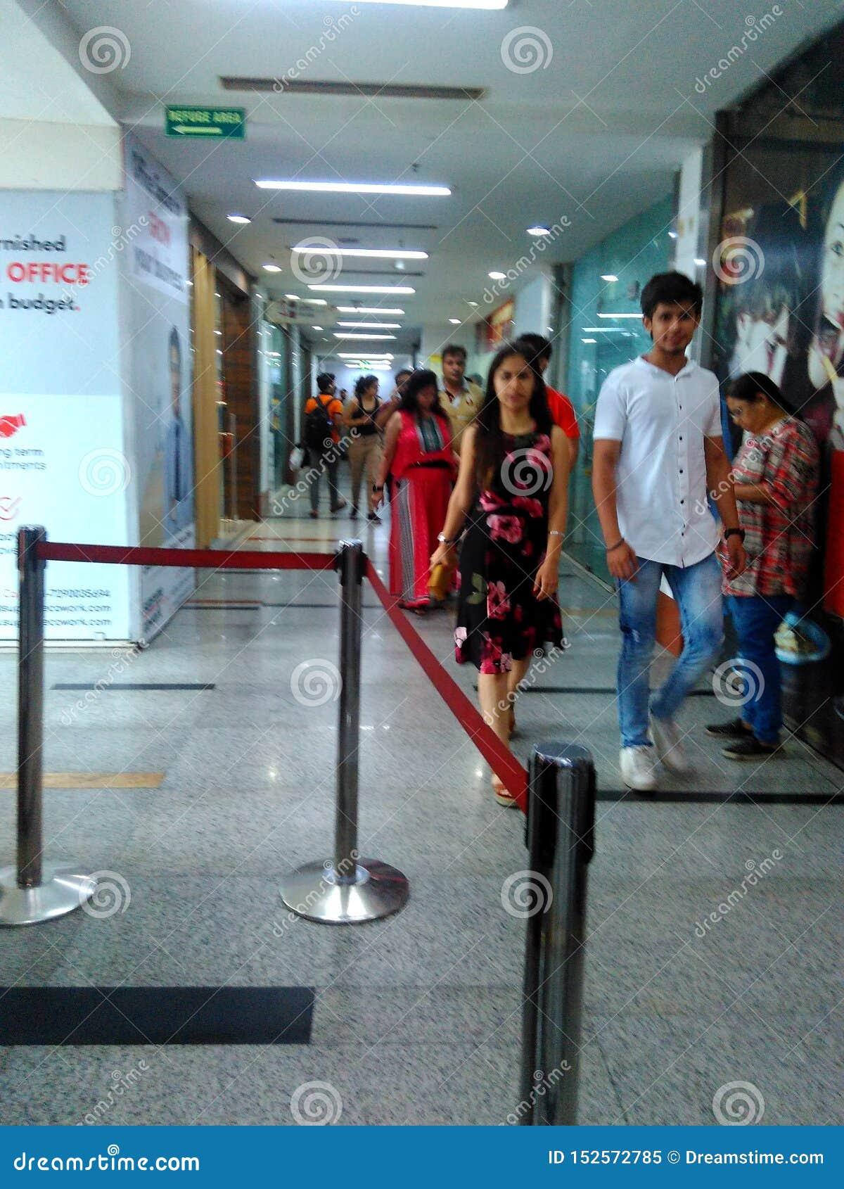Salle de cinéma au mail de ville de pvr au bagh de Shalimar
