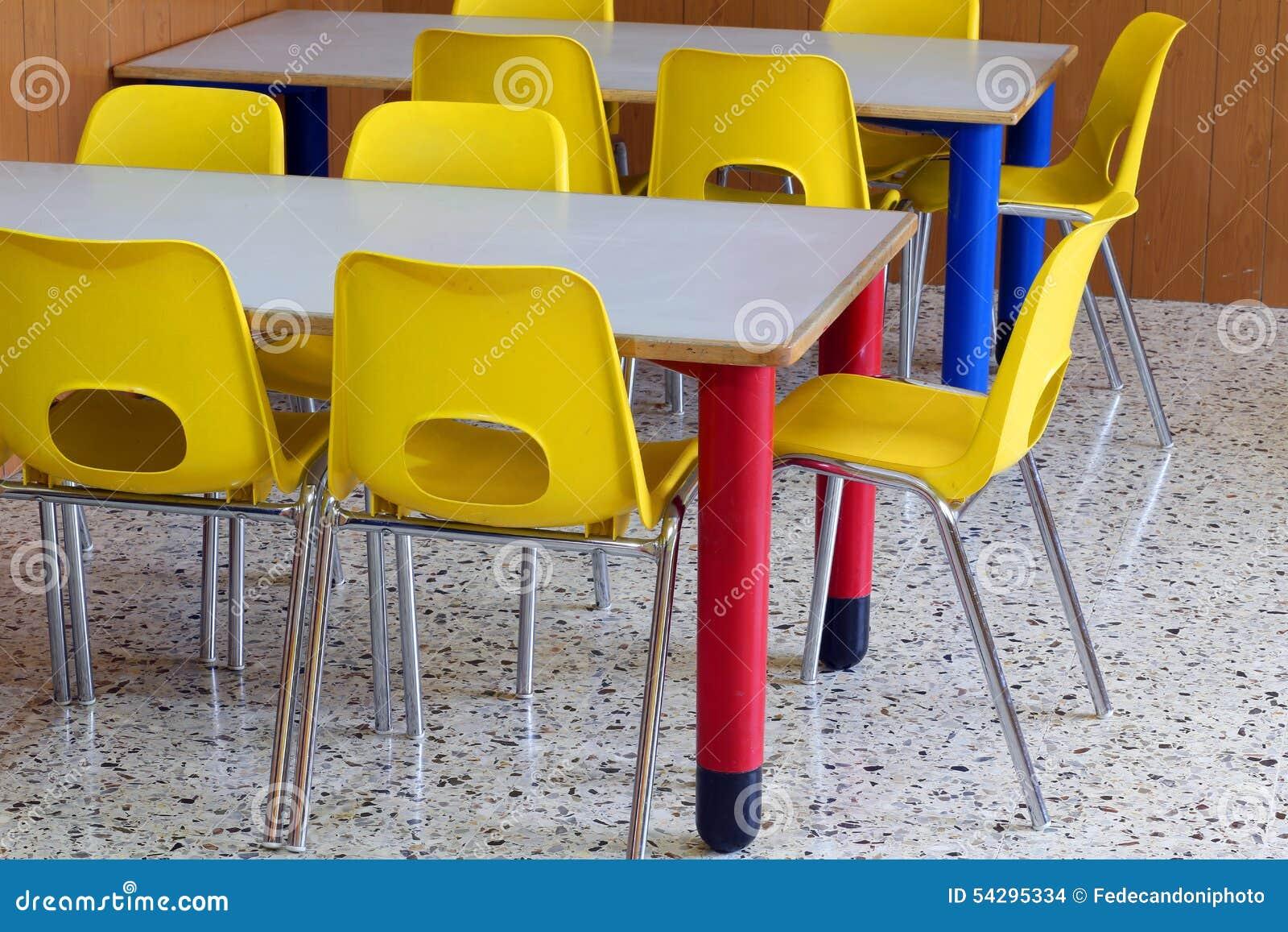 Salle De Classe Avec Petites Chaises Dans Lecole Maternelle