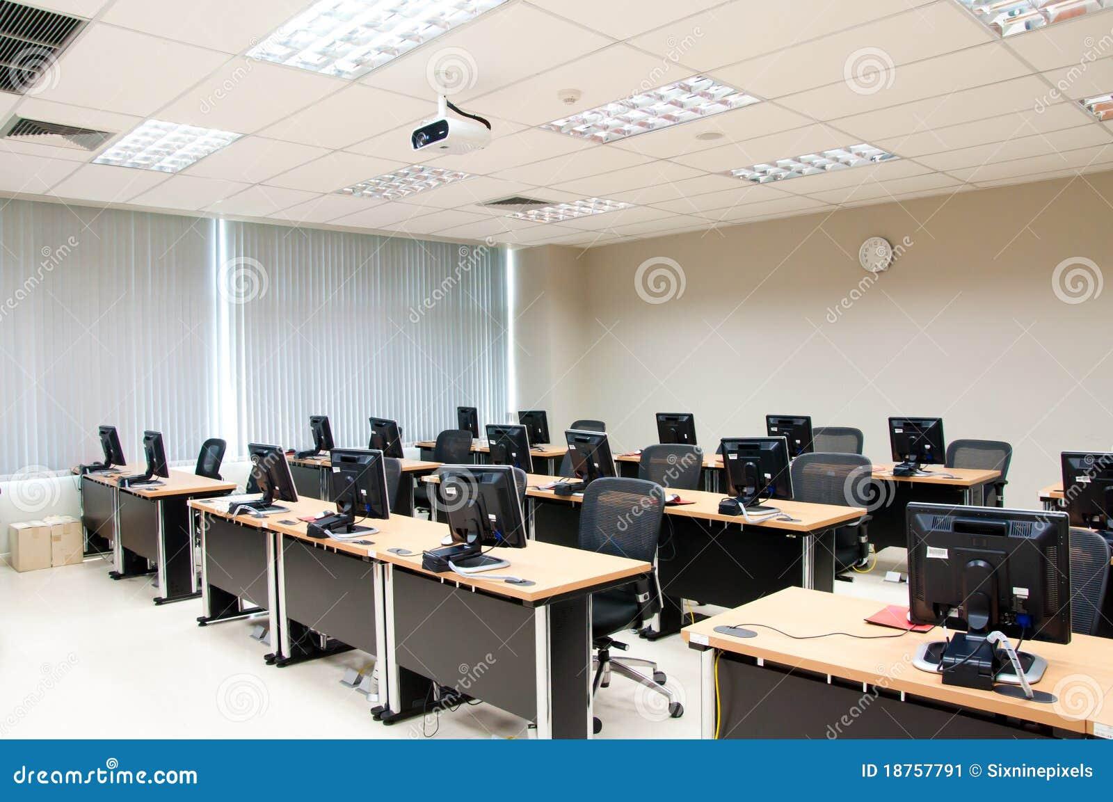 Salle de classe d 39 ordinateur image stock image 18757791 for Interieur ordinateur