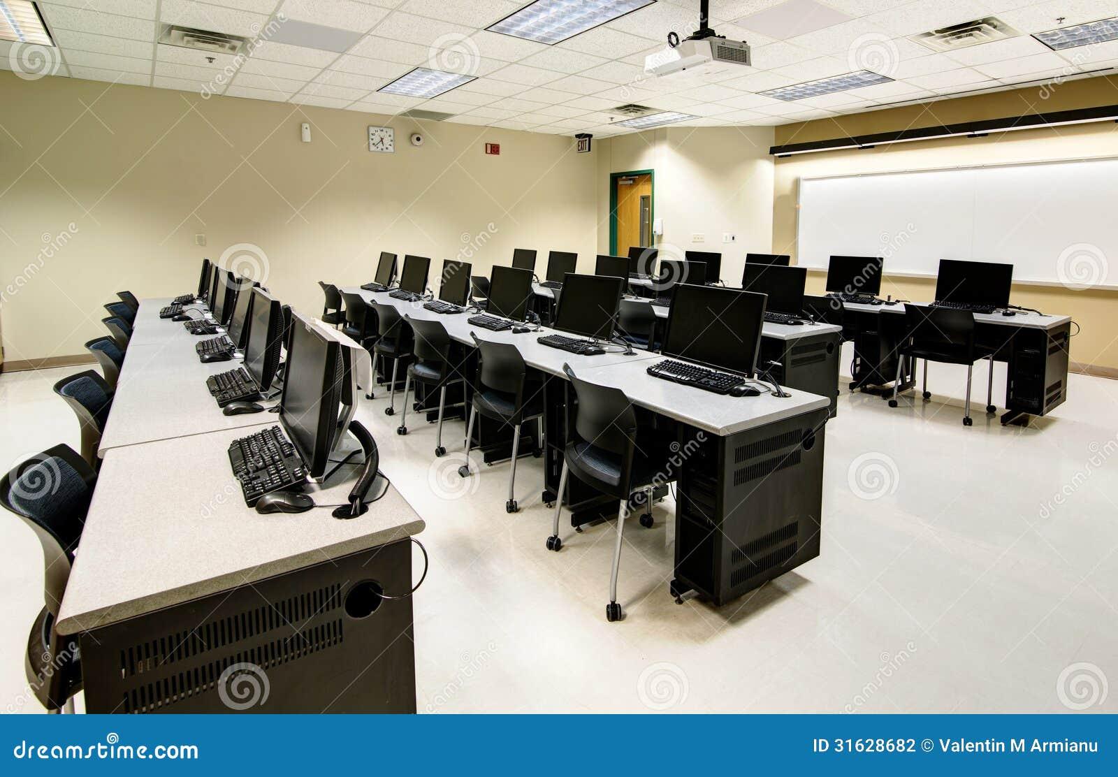 Salle de classe d 39 ordinateur photographie stock image for Interieur ordinateur
