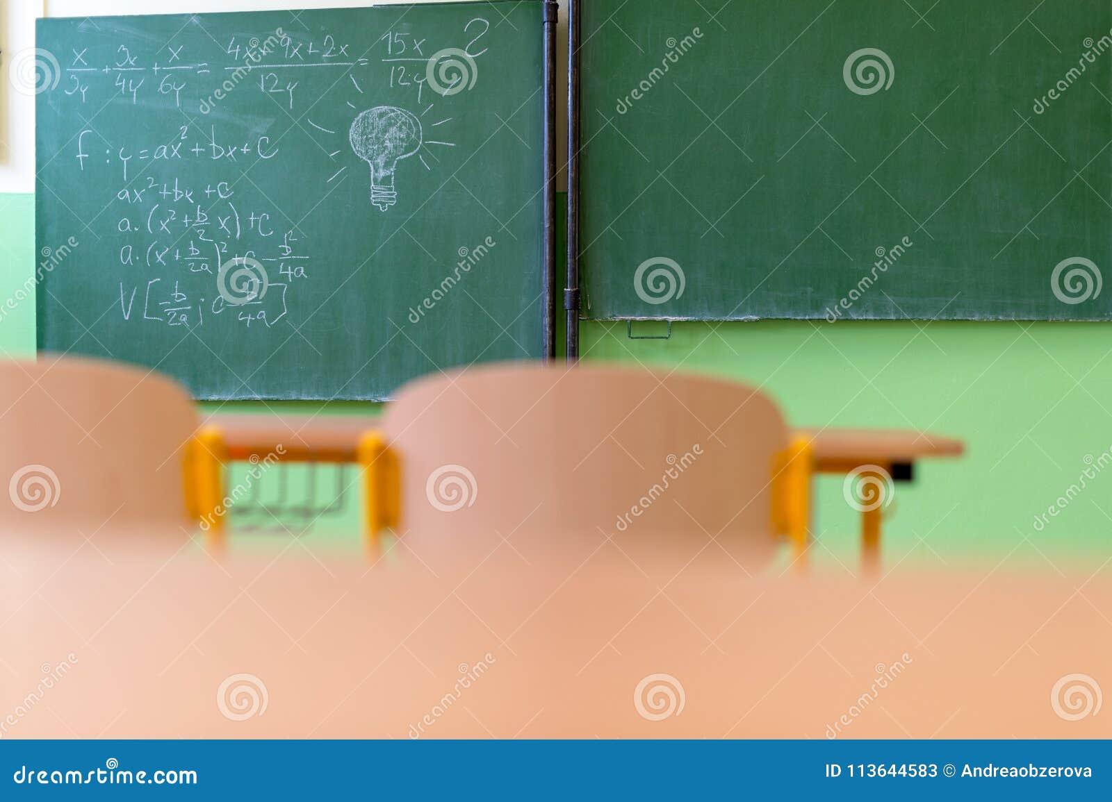 Salle Vide Mathématiques BureauxChaises Des Classe De Avec dxCoBe