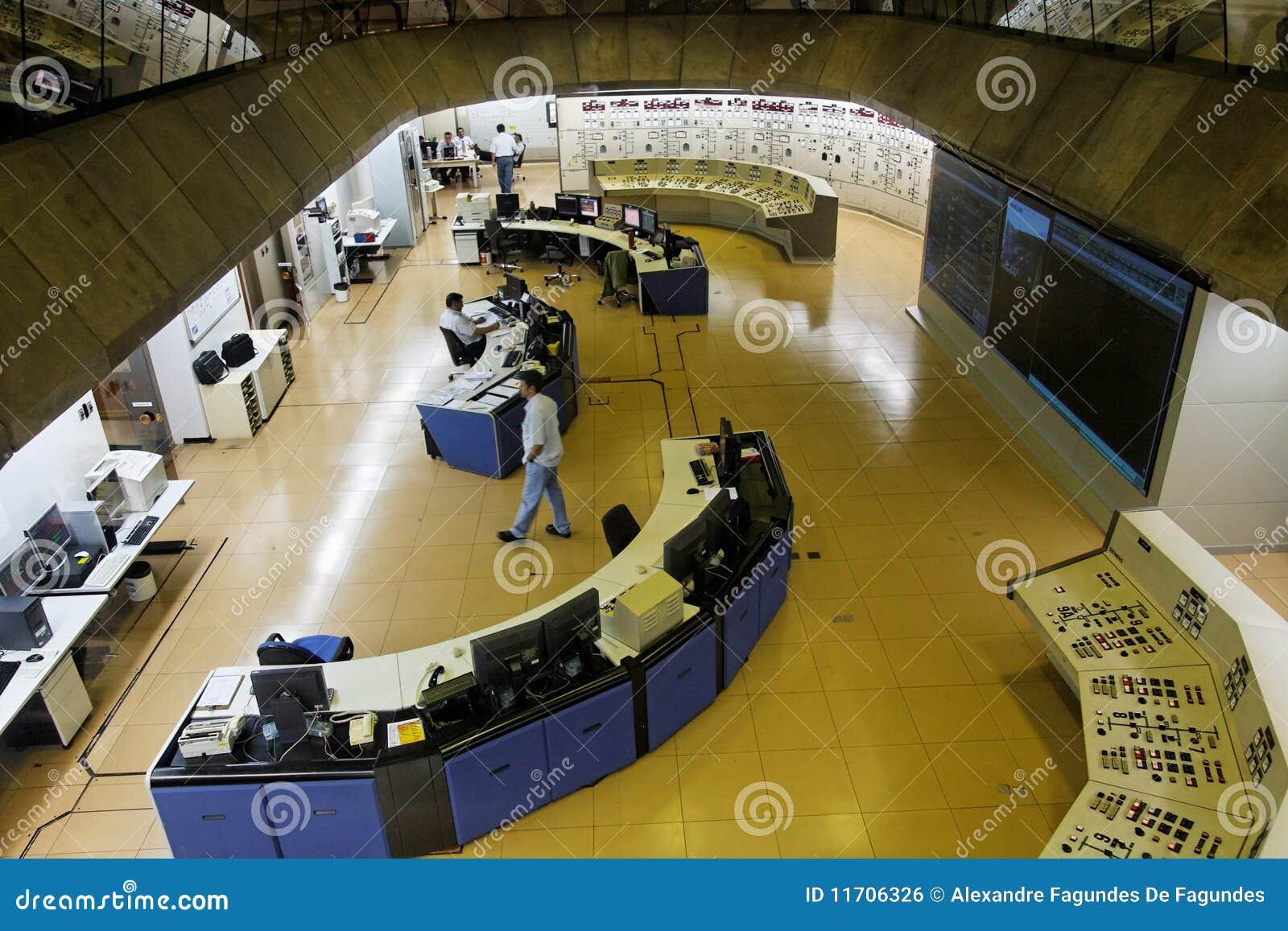 Salle de commande d usine d énergie hydroélectrique d Itaipu