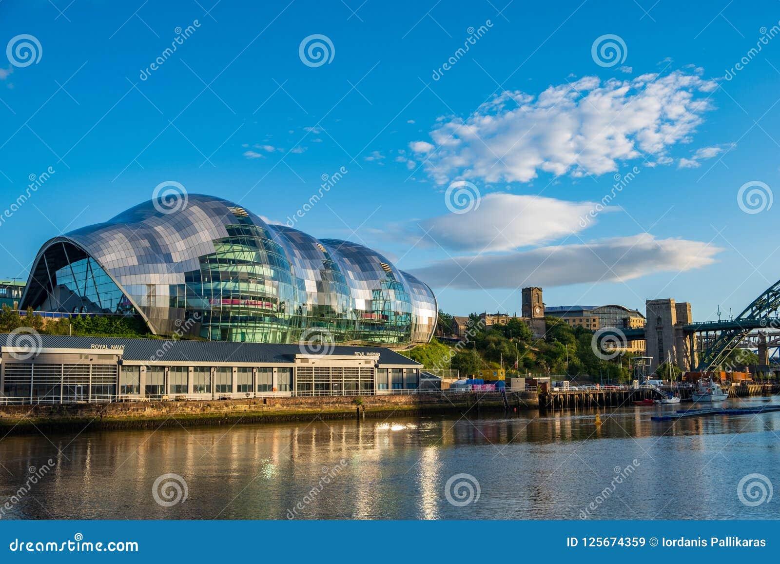 Salle de concert de Sage Gateshead sur le bord du quai de Newcastle Gateshead sur a