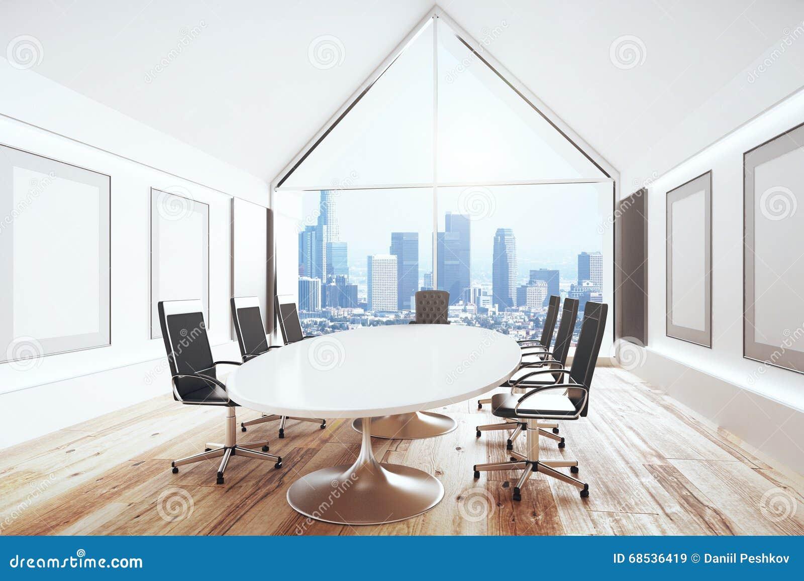 Salle de conférence de luxe avec le bureau et les chaises et la