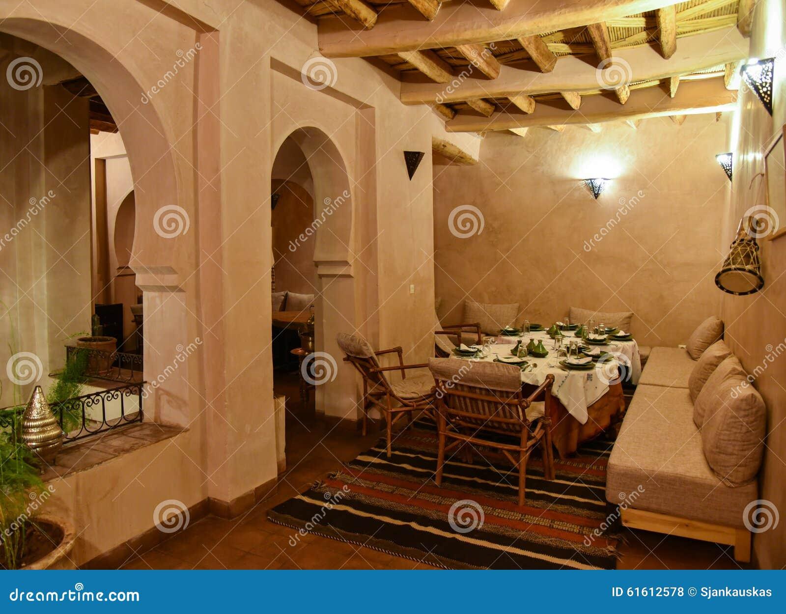 salle manger marocaine d 39 int rieur de riad de maison photo stock image 61612578. Black Bedroom Furniture Sets. Home Design Ideas