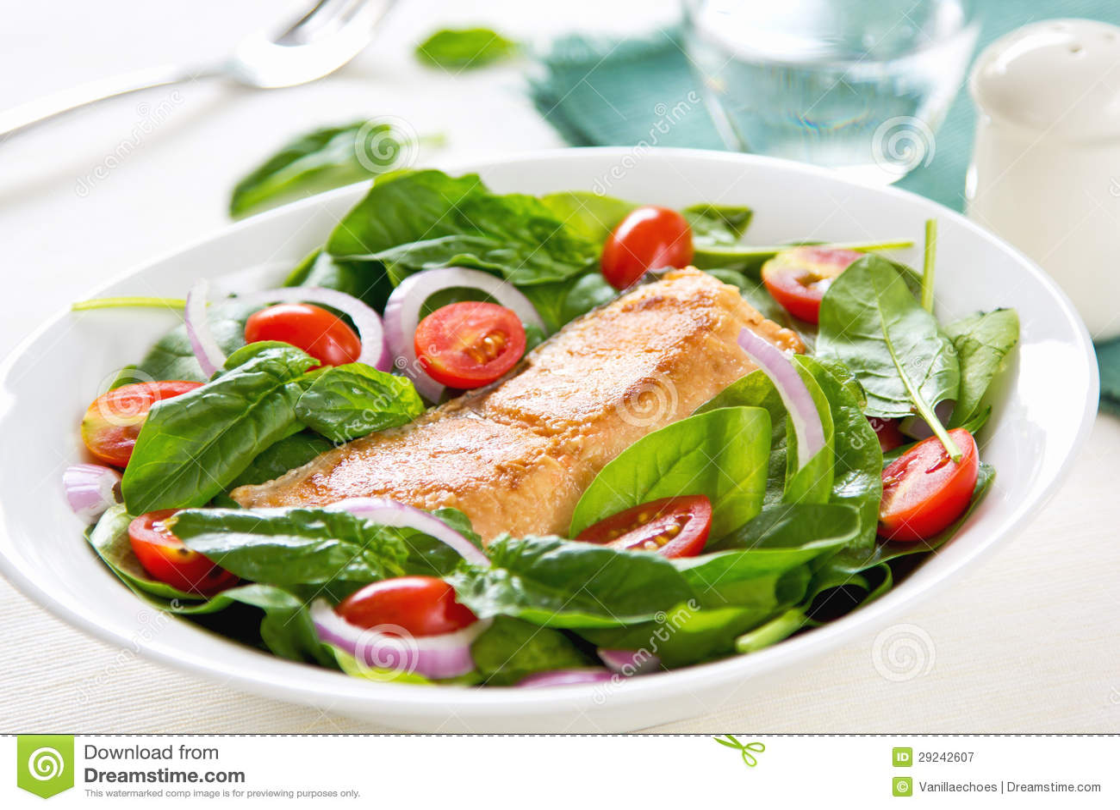 Download Salmões Com Salada Do Espinafre Imagem de Stock - Imagem de dieta, vitamina: 29242607