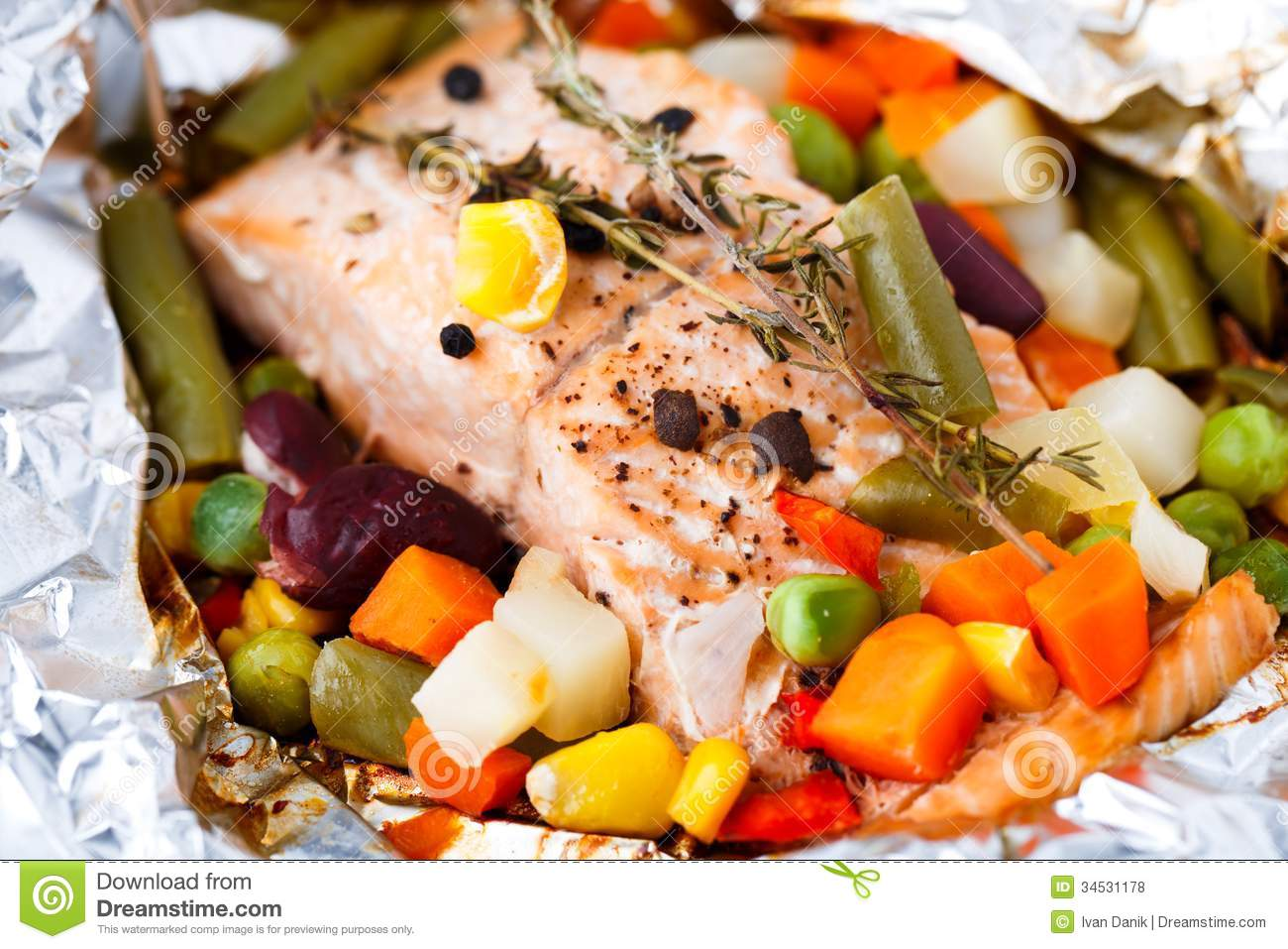 how to cook salmon with vegetables