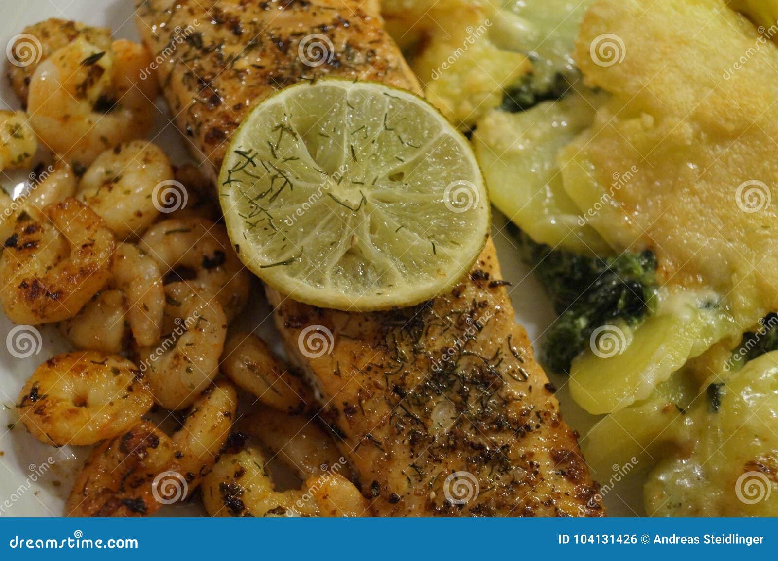 Salmon Steak met garnalen