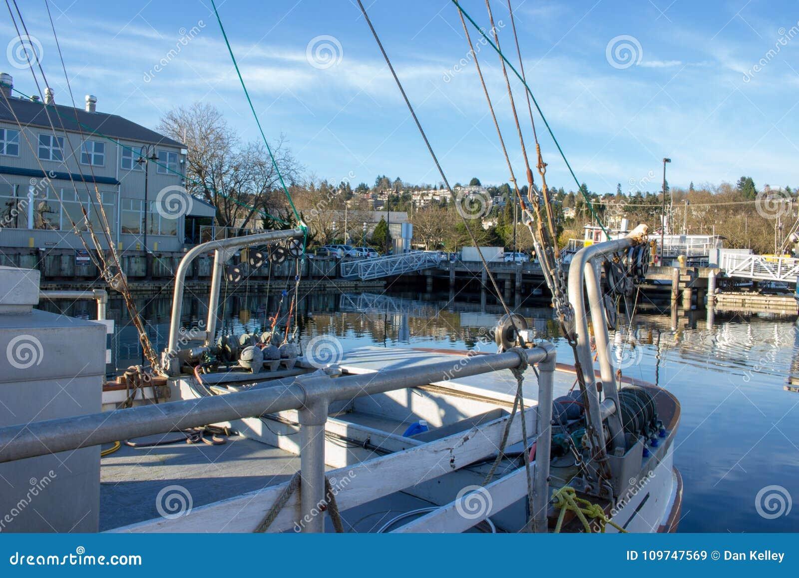 Salmon Trawler entrou no terminal do ` s do pescador