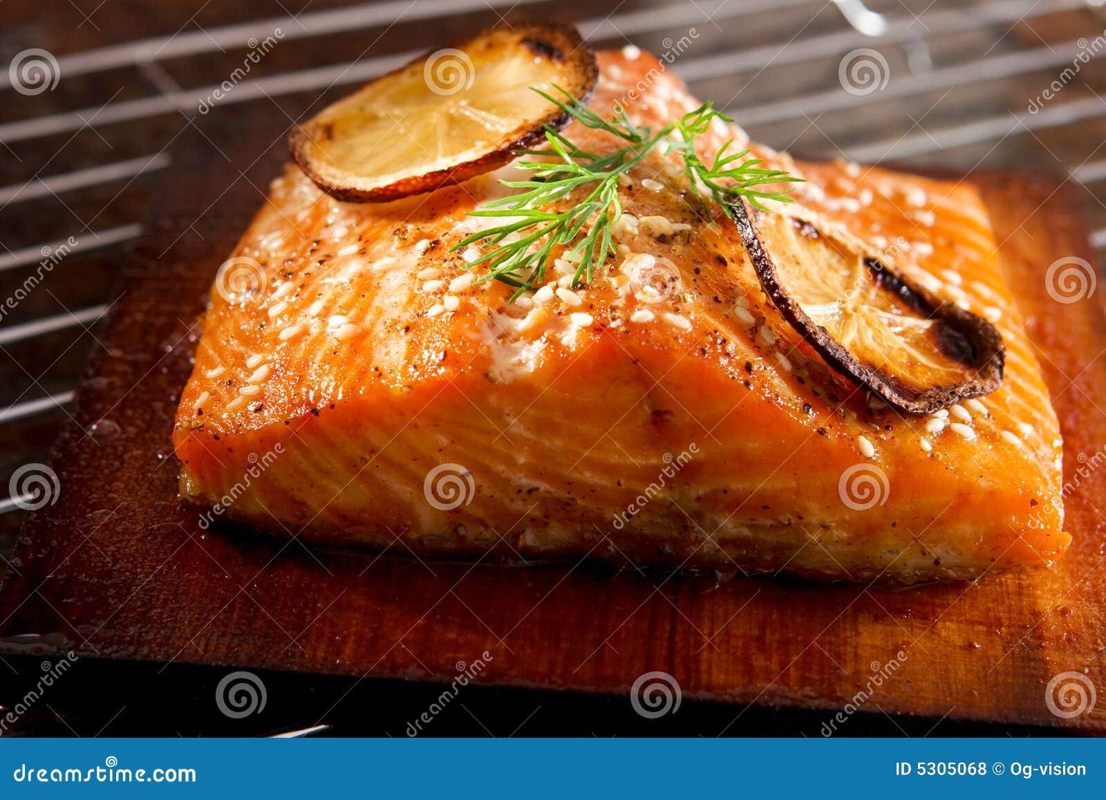Salmones asados a la parilla