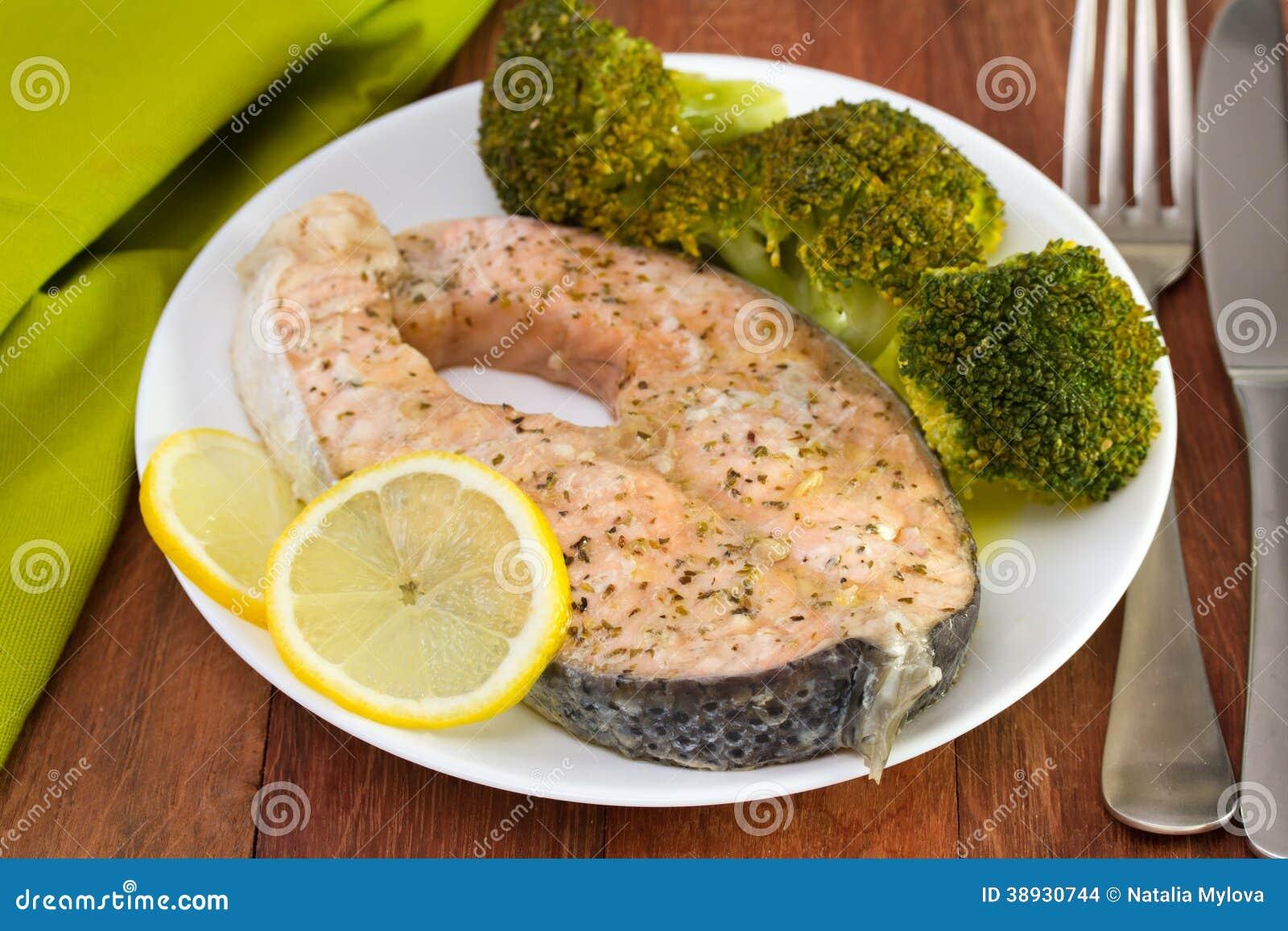 Salmones con bróculi