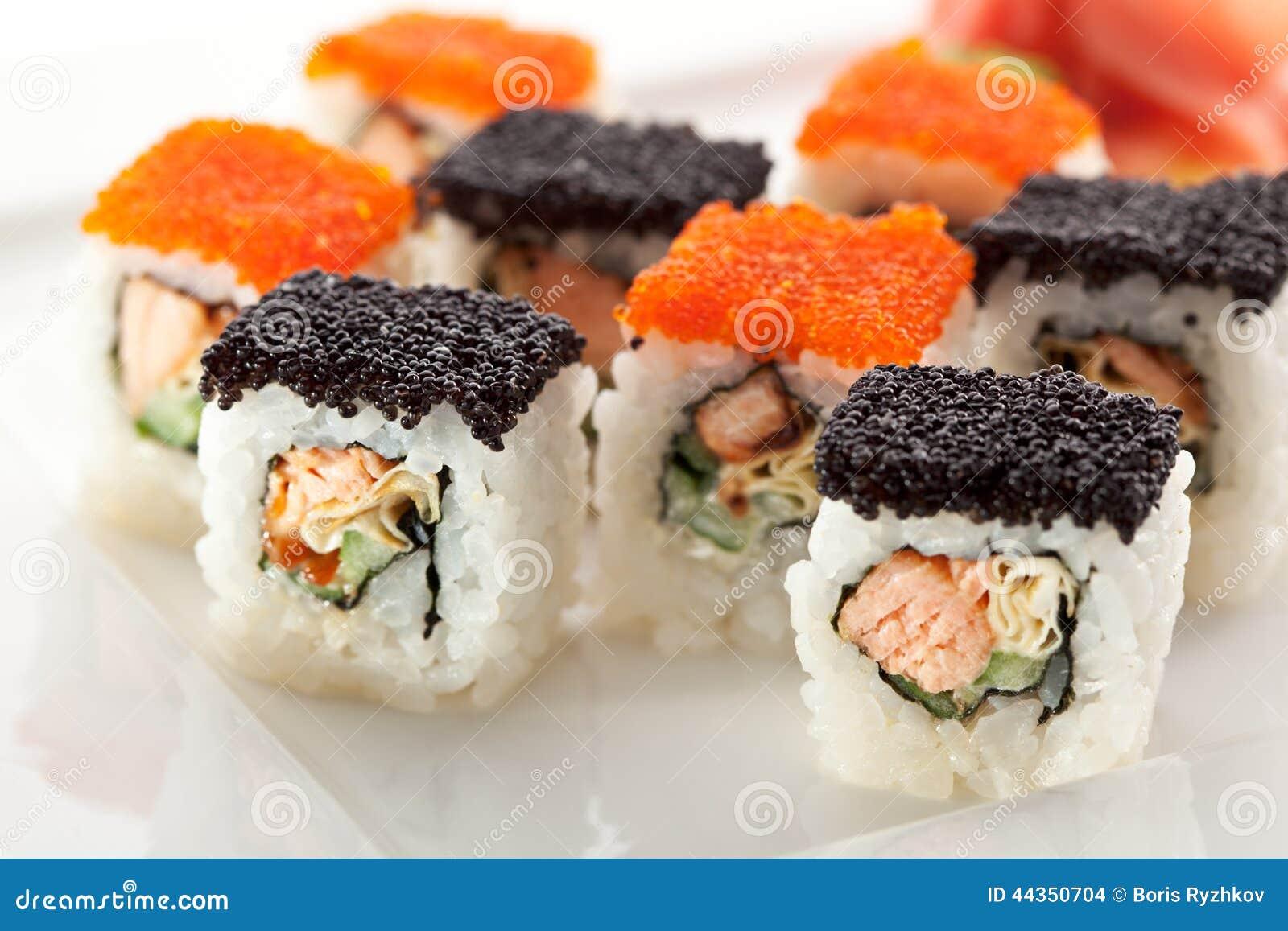 Salmoni e rullo di Tobiko