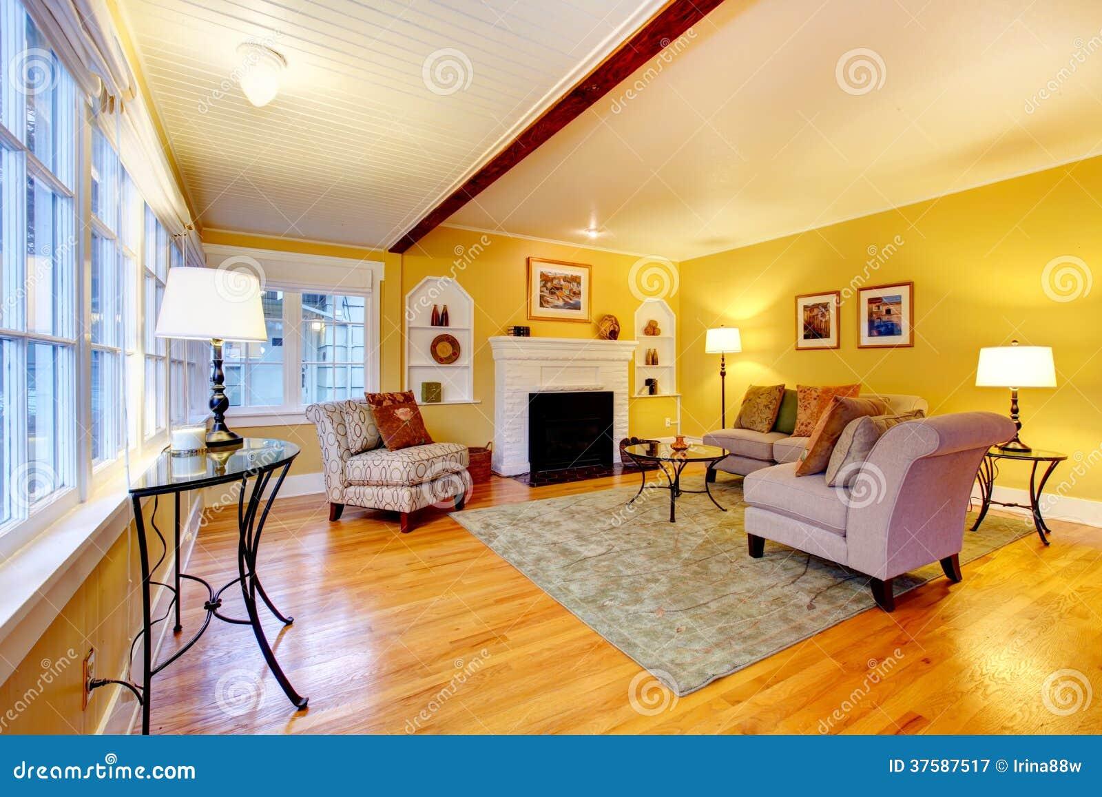 salon l gant avec la chemin e blanche de fond de brique photographie stock libre de droits. Black Bedroom Furniture Sets. Home Design Ideas
