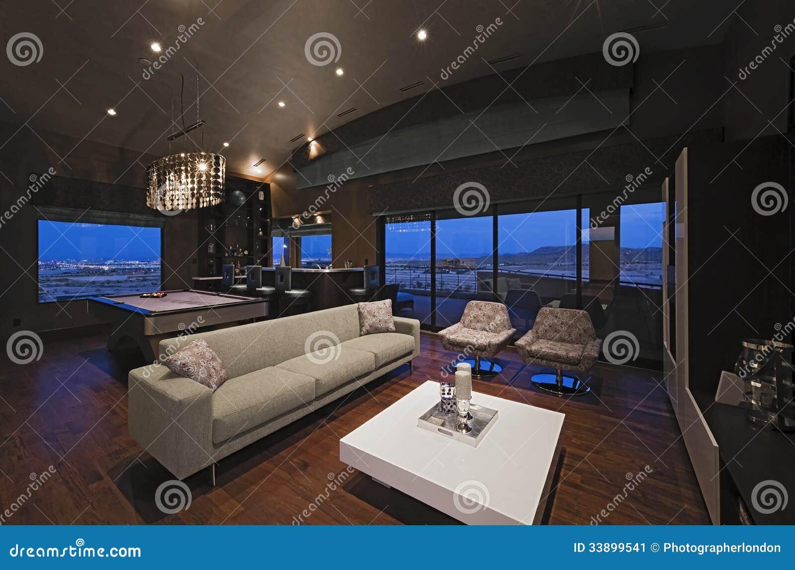 Salon avec le compteur de barre et le tableau de billard image stock image - Table de billard moderne ...