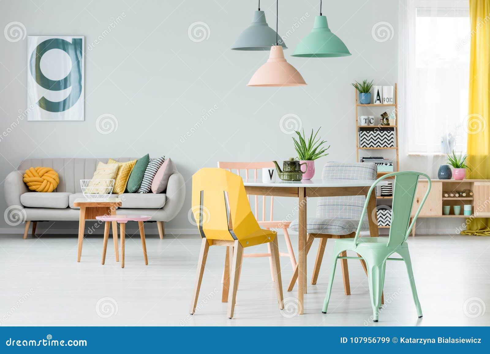 Salon coloré moderne image stock. Image du noir, gris ...
