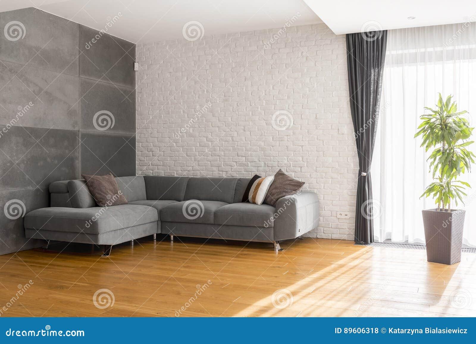 Salon confortable avec le sofa