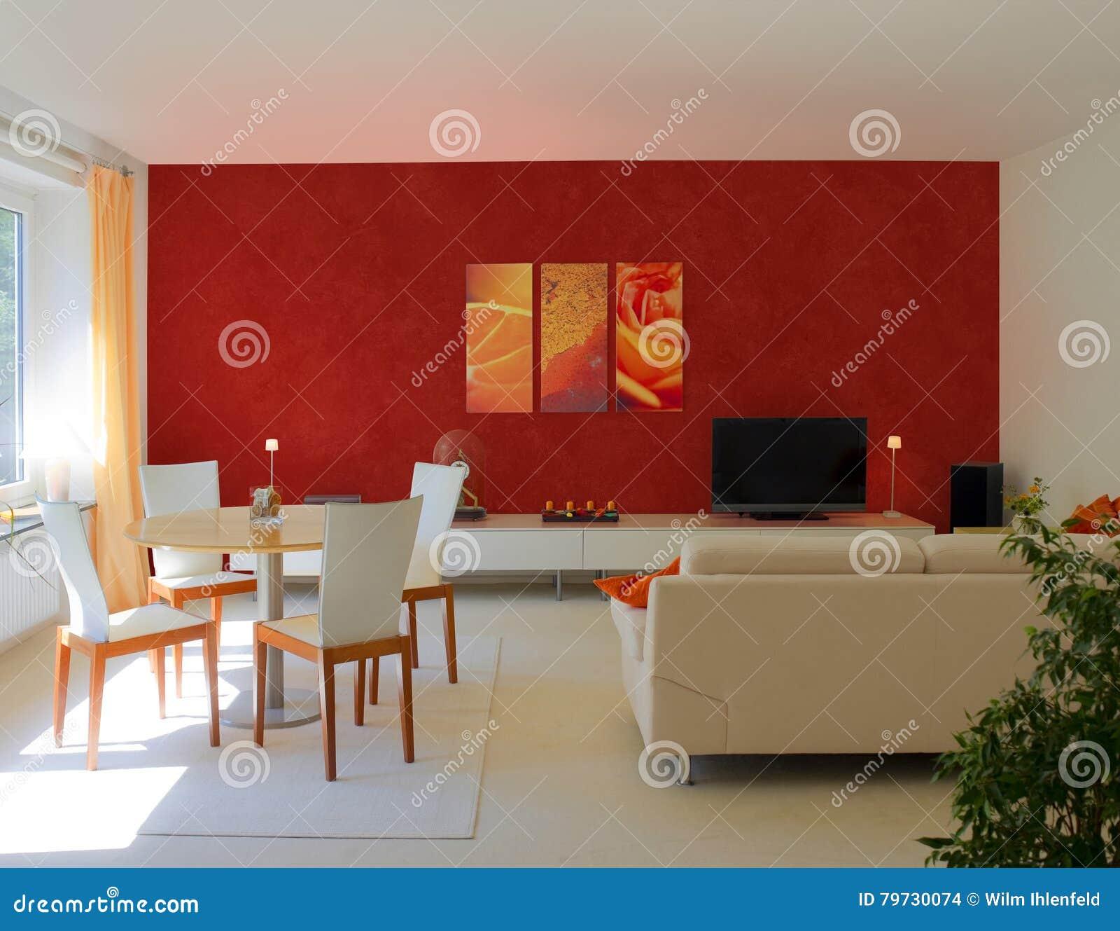Salon contemporain avec le mur rouge photo stock image du maroon rideau 79730074 - Mur rouge salon ...