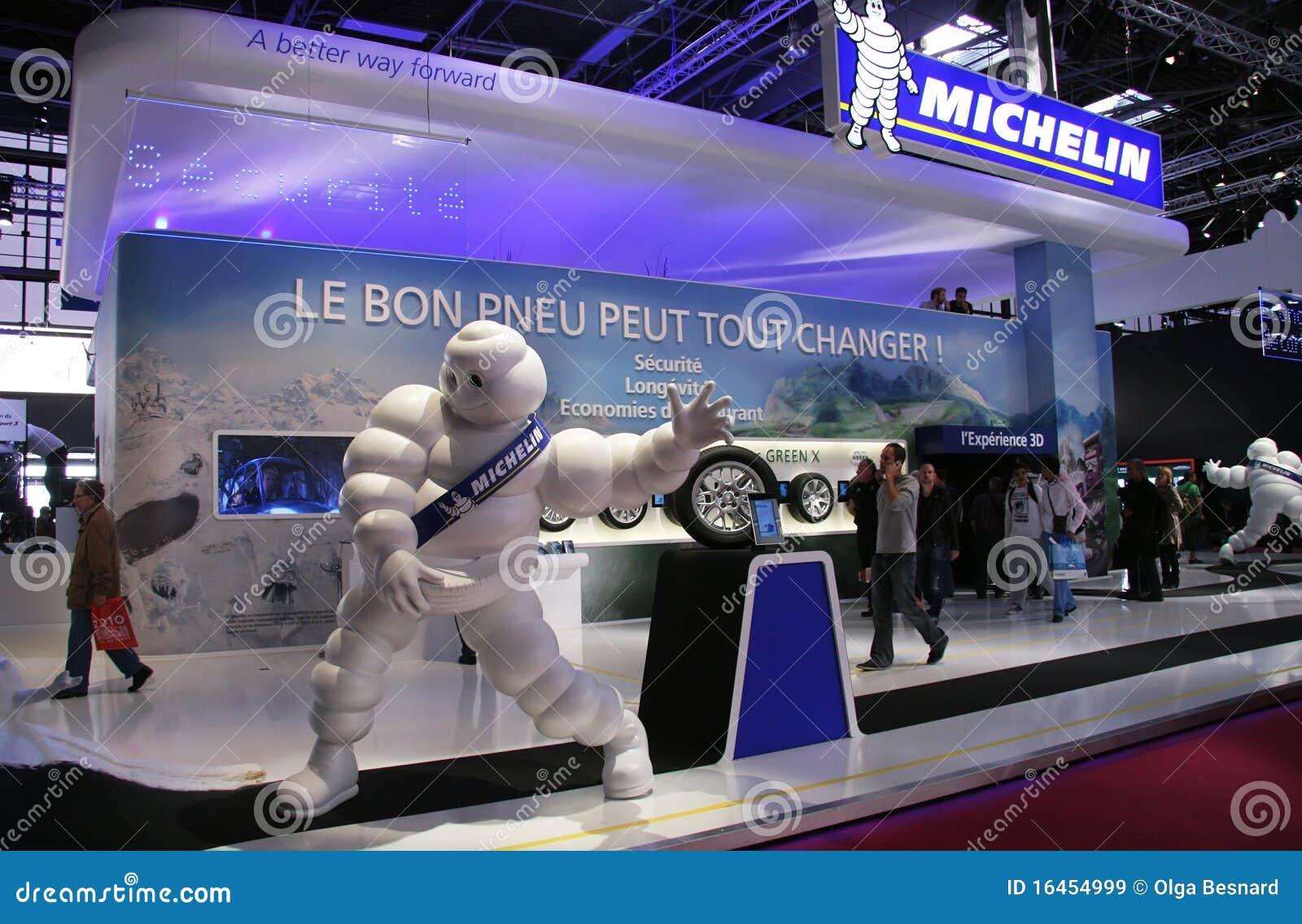 Salon de l 39 automobile de paris 2010 stand de michelin for Salon de l audio
