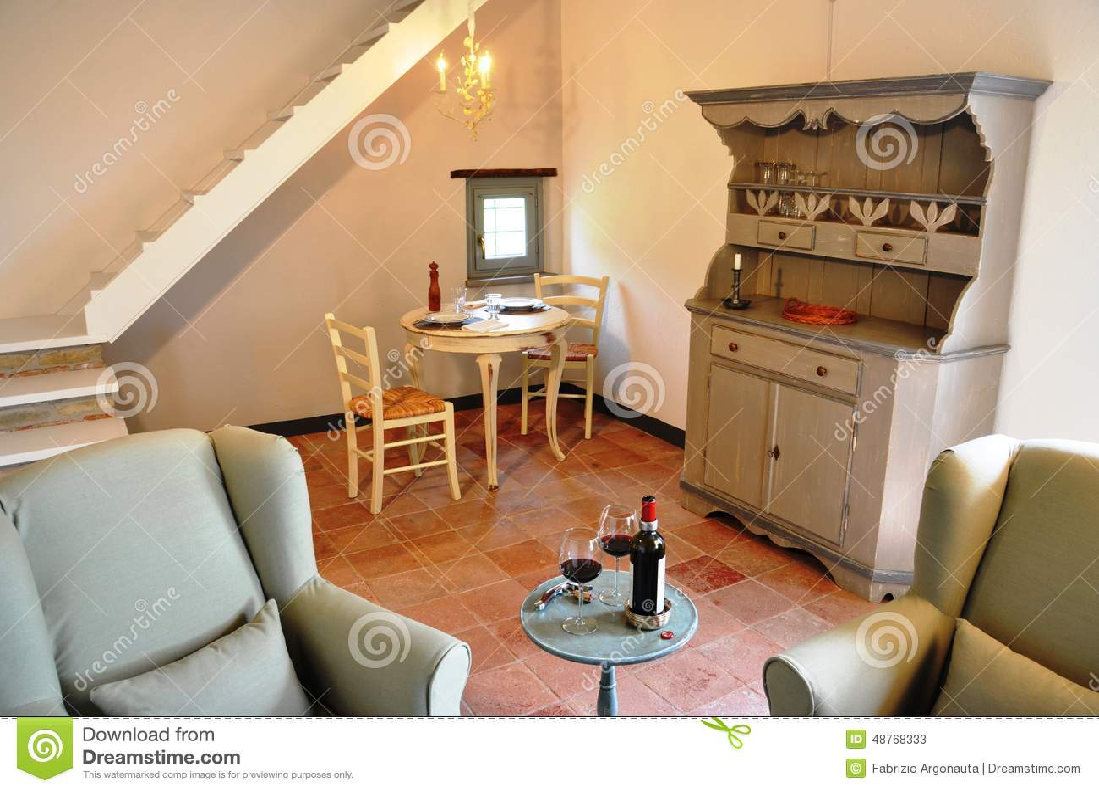 Salon de style campagnard dans une maison italienne photo for Maison style campagnard
