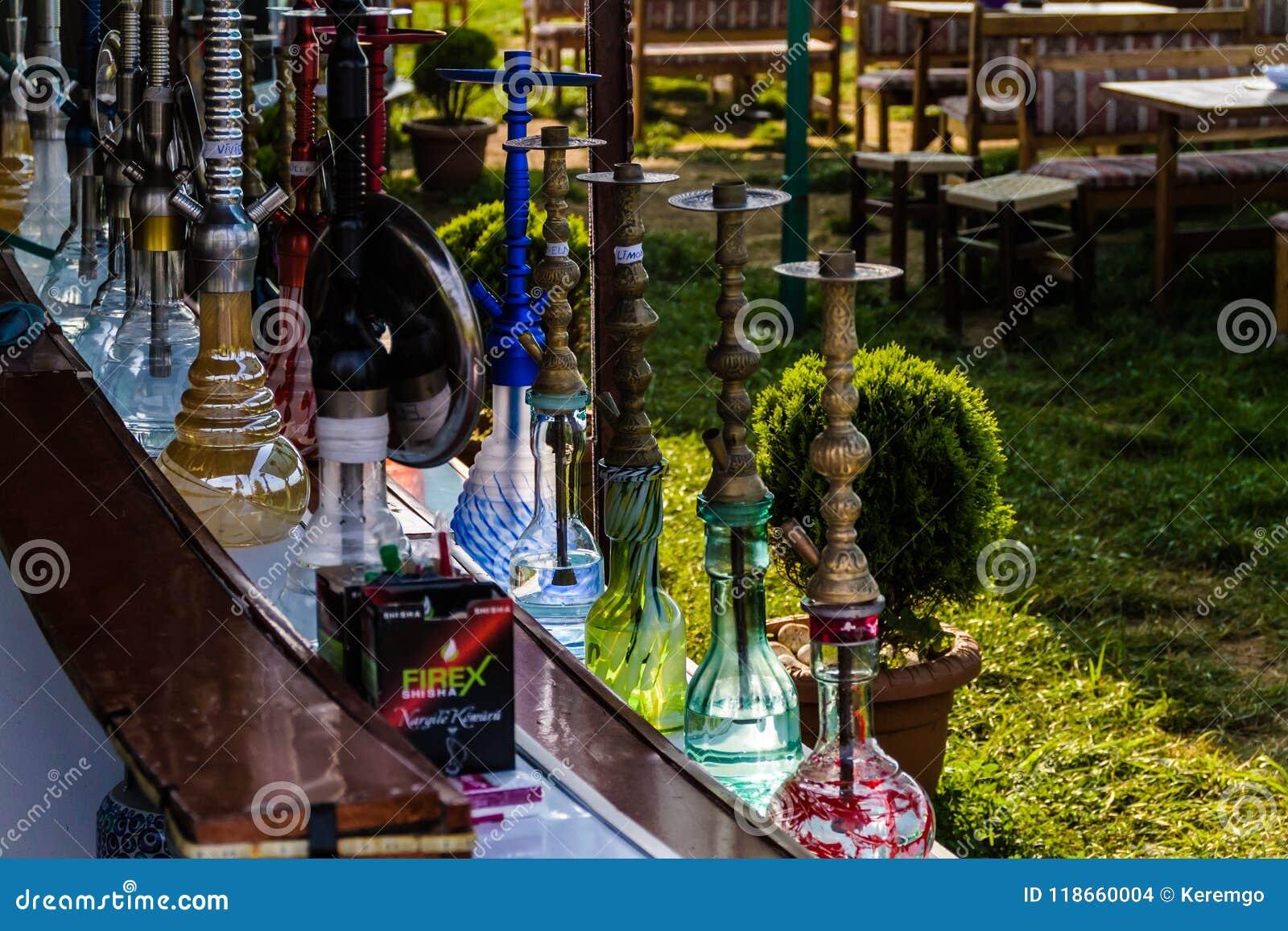 Salon De Thé Turc Traditionnel Coloré De Ville De Yalova   Turquie