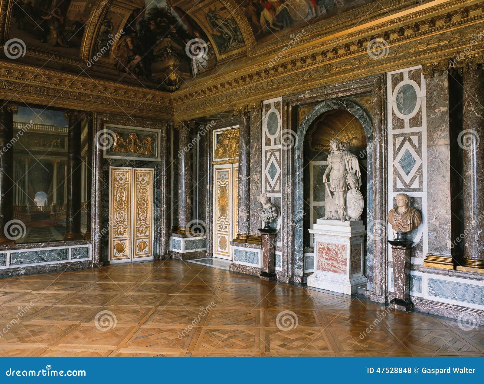 Salon de v nus mur de marbre et statue au palais de for Salon versailles