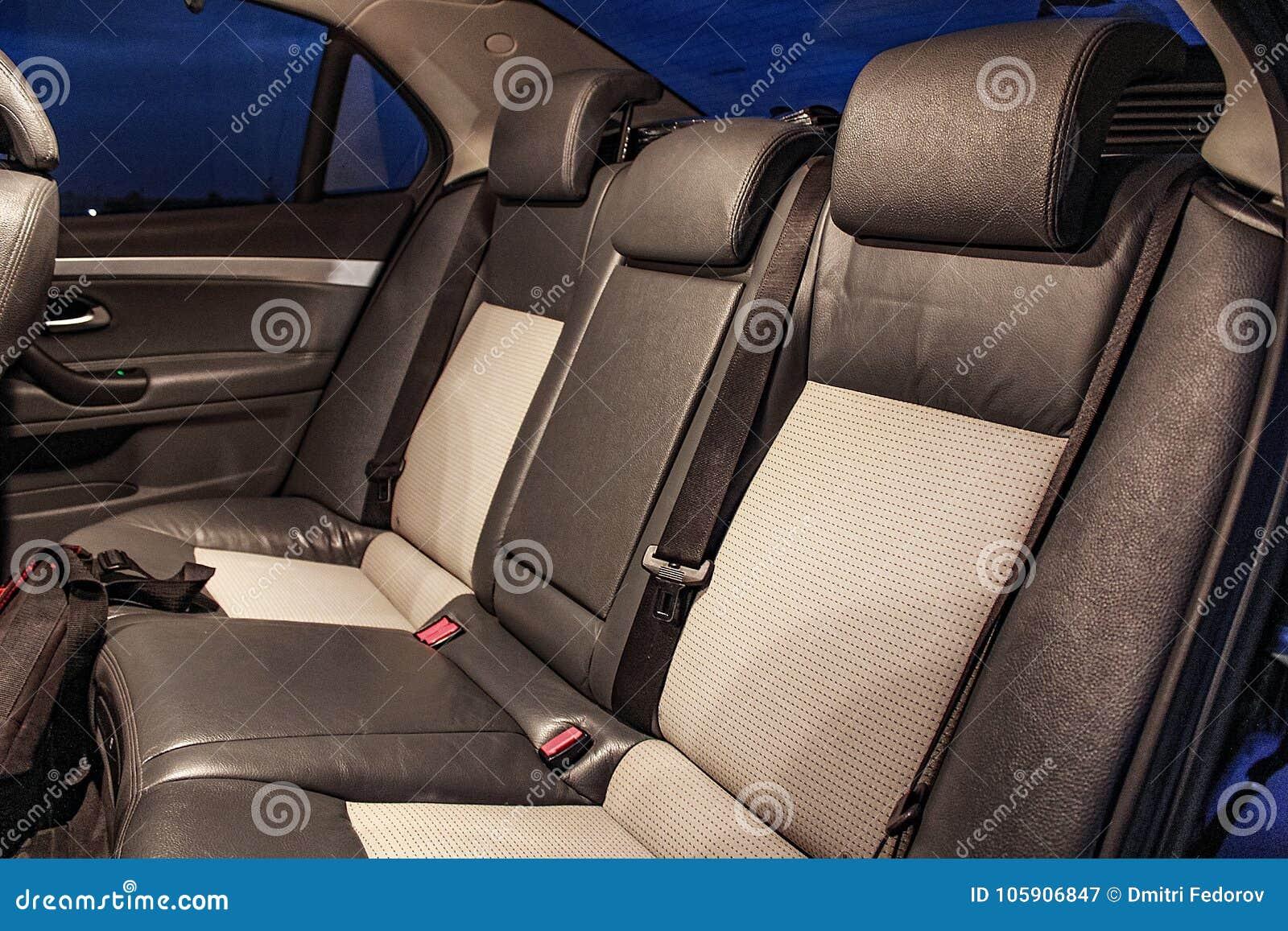 Salon eines Autos, Teile vom Leder und Plastik