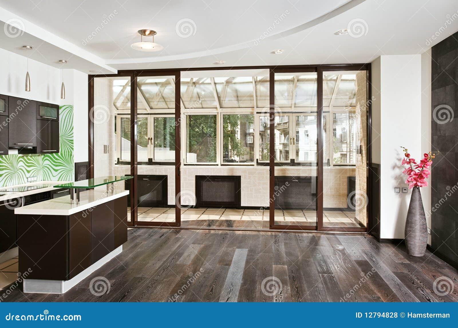 Salon et cuisine modernes avec le balcon photos libres de for Salon et cuisine moderne