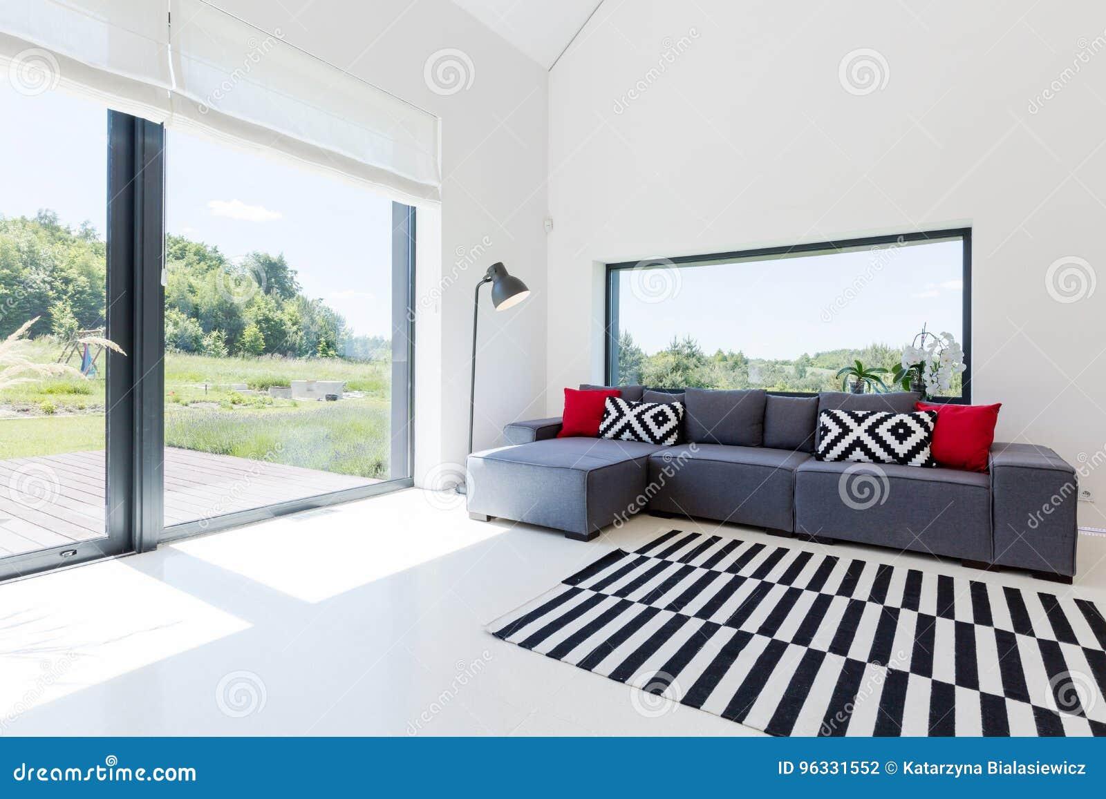 Salon Lumineux Dans La Maison Moderne Photo stock - Image du ...