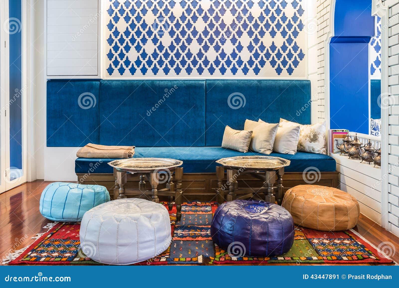 Intérieur marocain de salle de séjour images libres de droits ...