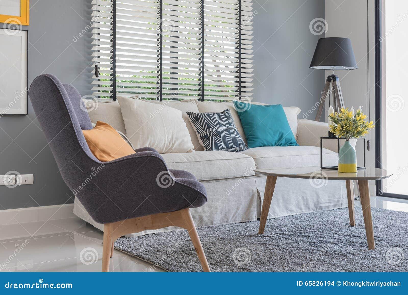 salon moderne avec la chaise et le sofa modernes photo stock image 65826194. Black Bedroom Furniture Sets. Home Design Ideas