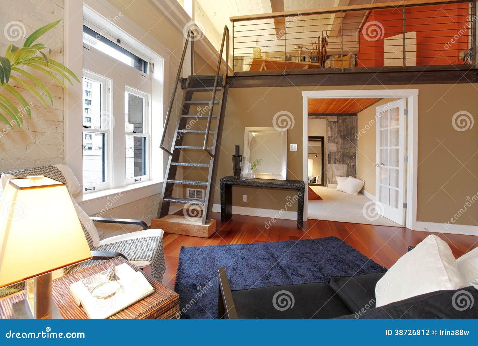 salon moderne reconstruit avec la mezzanine photographie stock image 38726812. Black Bedroom Furniture Sets. Home Design Ideas