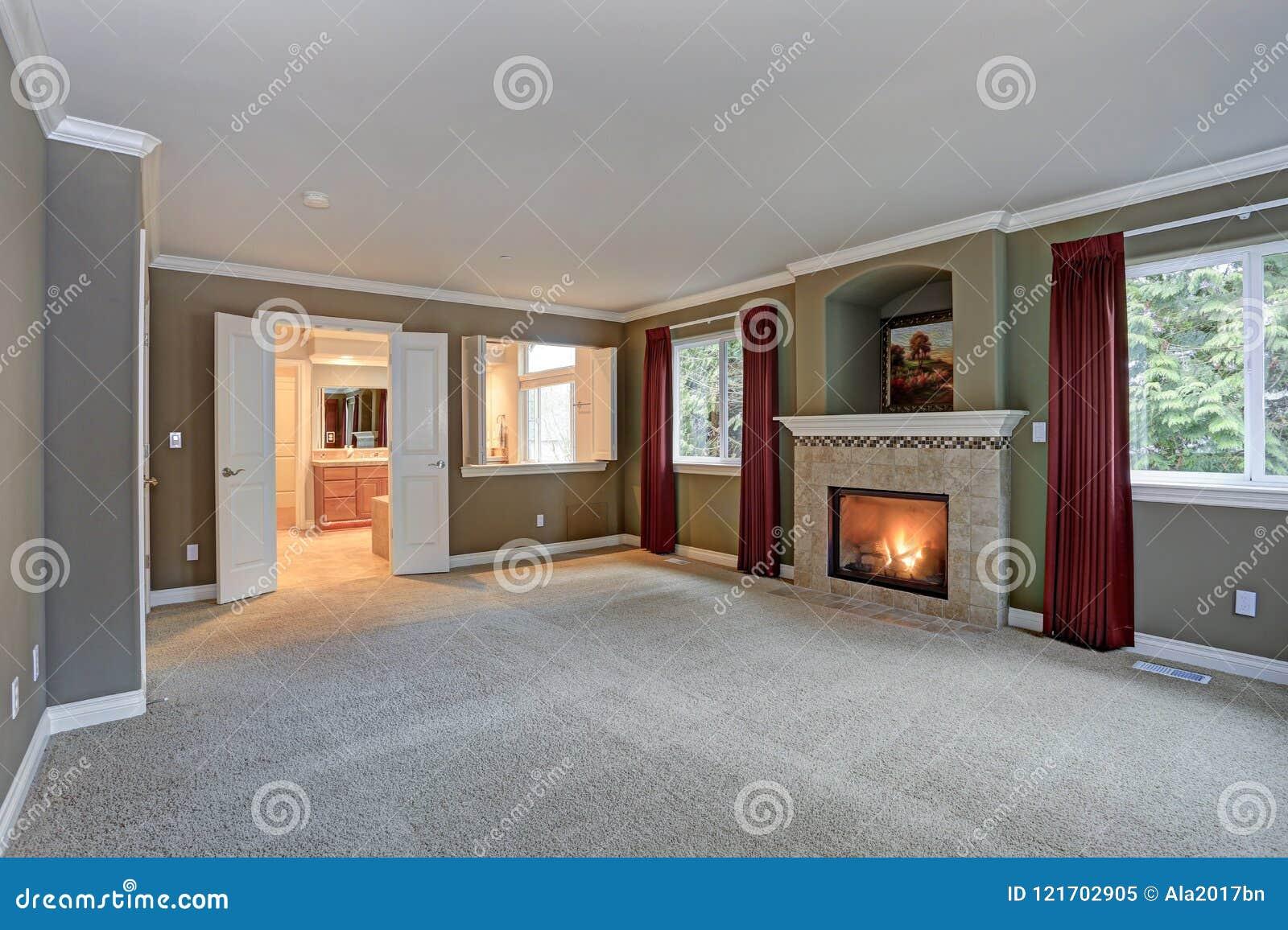 Salon Rouge Et Gris Spacieux Avec à Haut Plafond Image stock ...