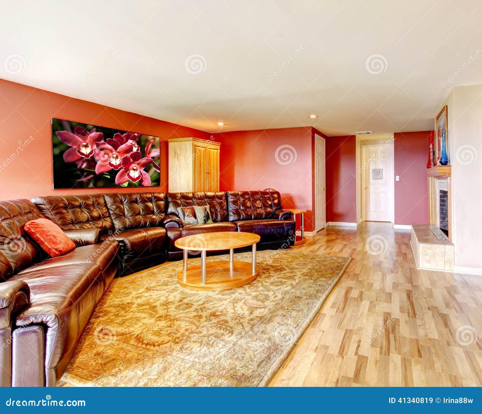 Table Basse Grand Salon salon spacieux avec le grand divan noir image stock - image