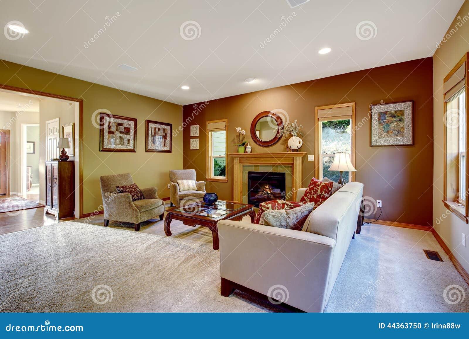 Salone con le pareti ed il camino di contrasto fotografia for Pareti salone