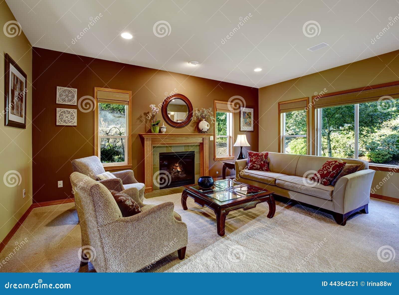Salone con le pareti ed il camino di contrasto immagine for Pareti salone