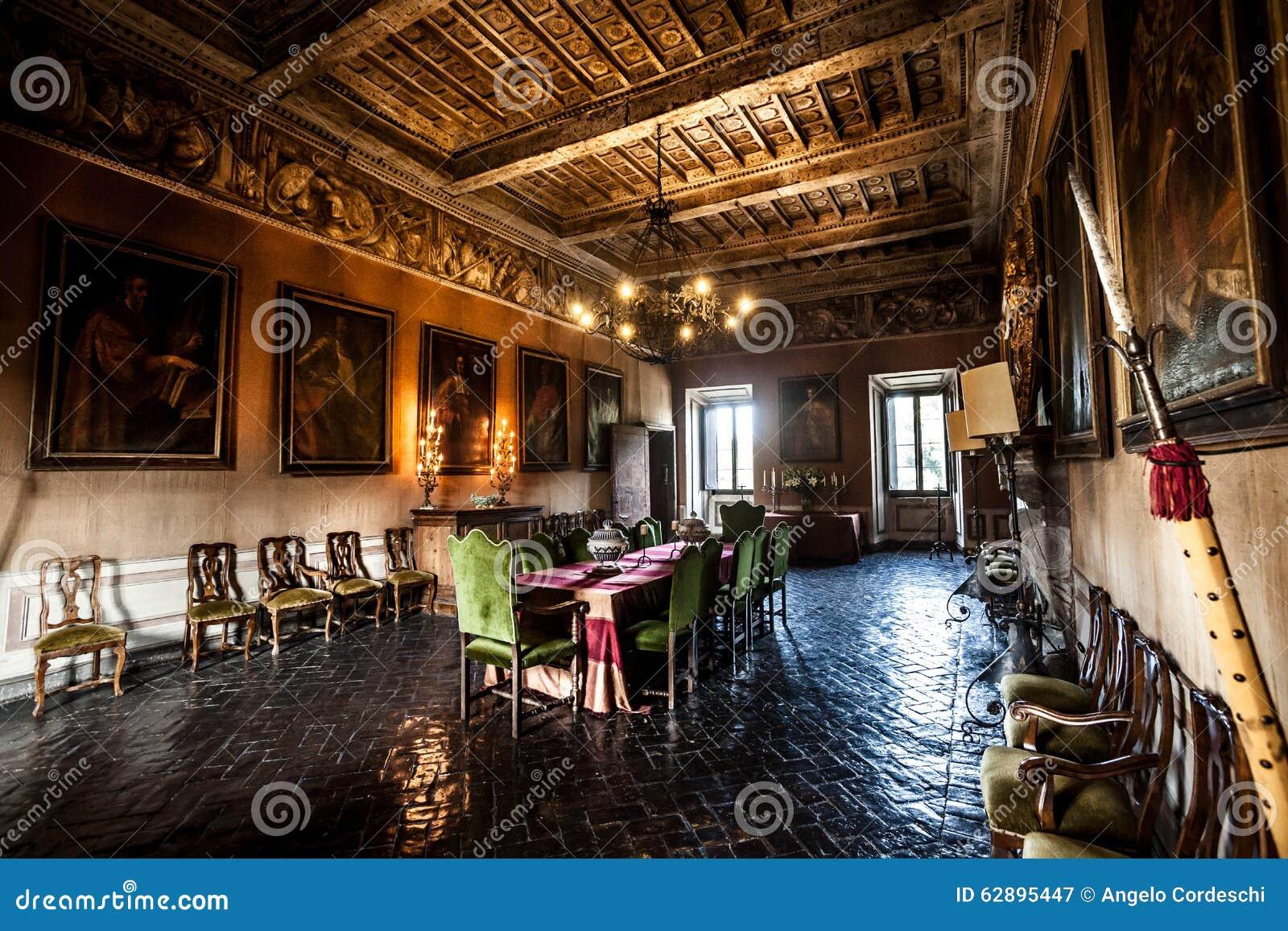 Salone interno della mobilia di un castello del xvii for Mobilia italia