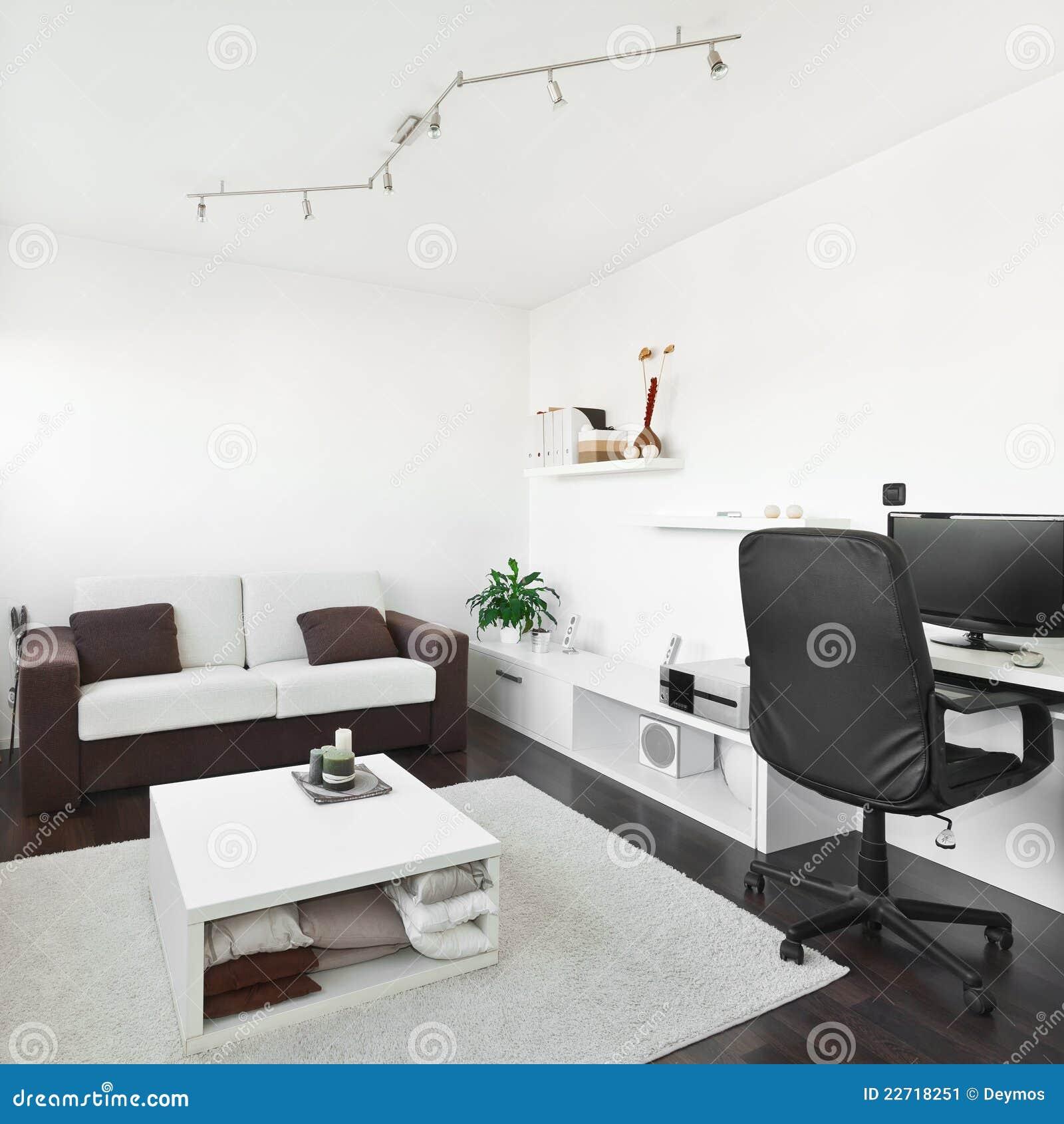 Salone moderno con lo scrittorio del calcolatore immagine for Salone moderno