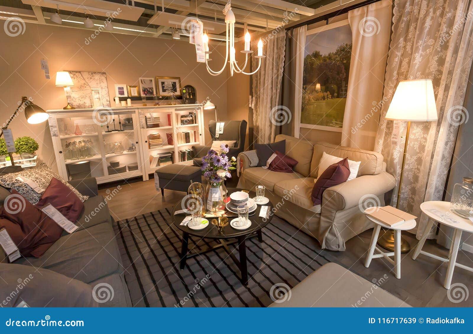 Salone Moderno Sveglio Nel Grande Deposito Di Ikea Con Mobilia La
