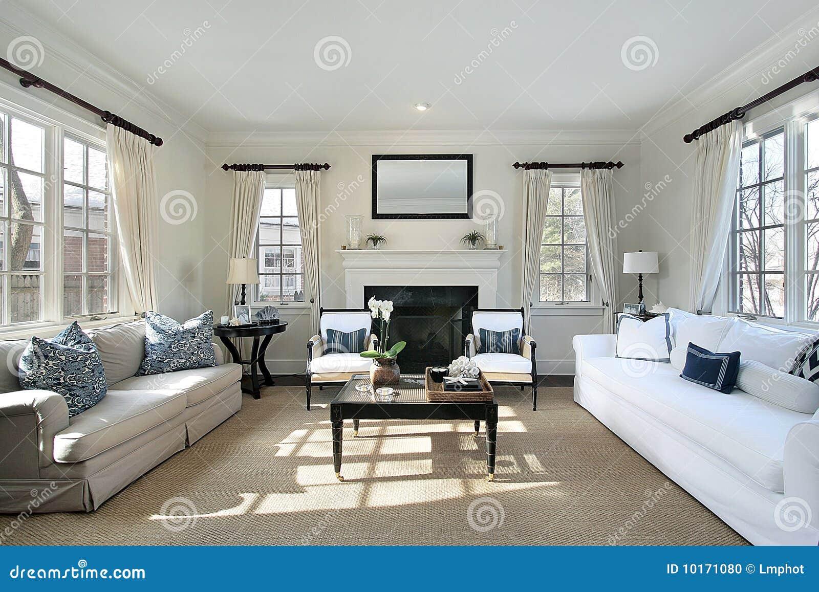 Salone nella casa di lusso fotografia stock immagine for Interior design di casa di lusso