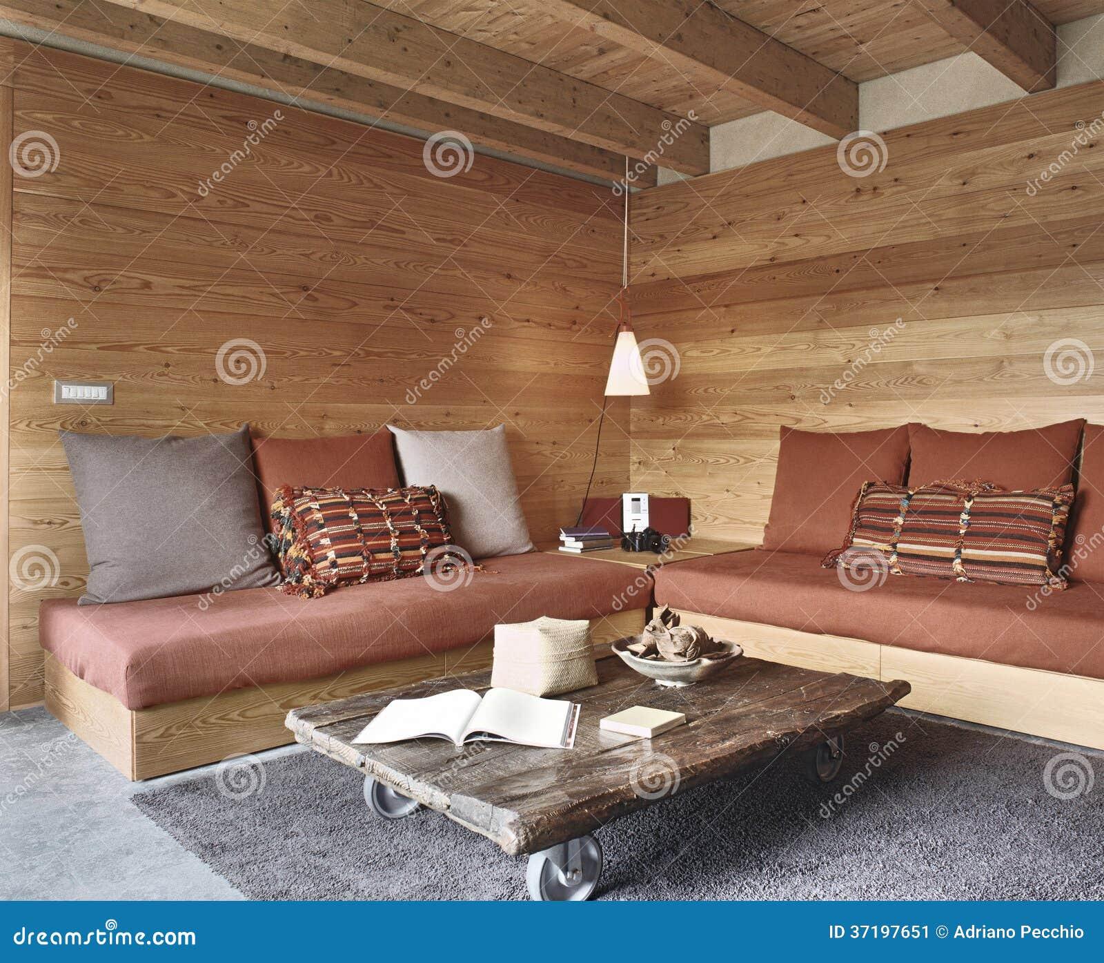 Salone rustico immagine stock immagine 37197651 for Illuminazione rustica della cabina