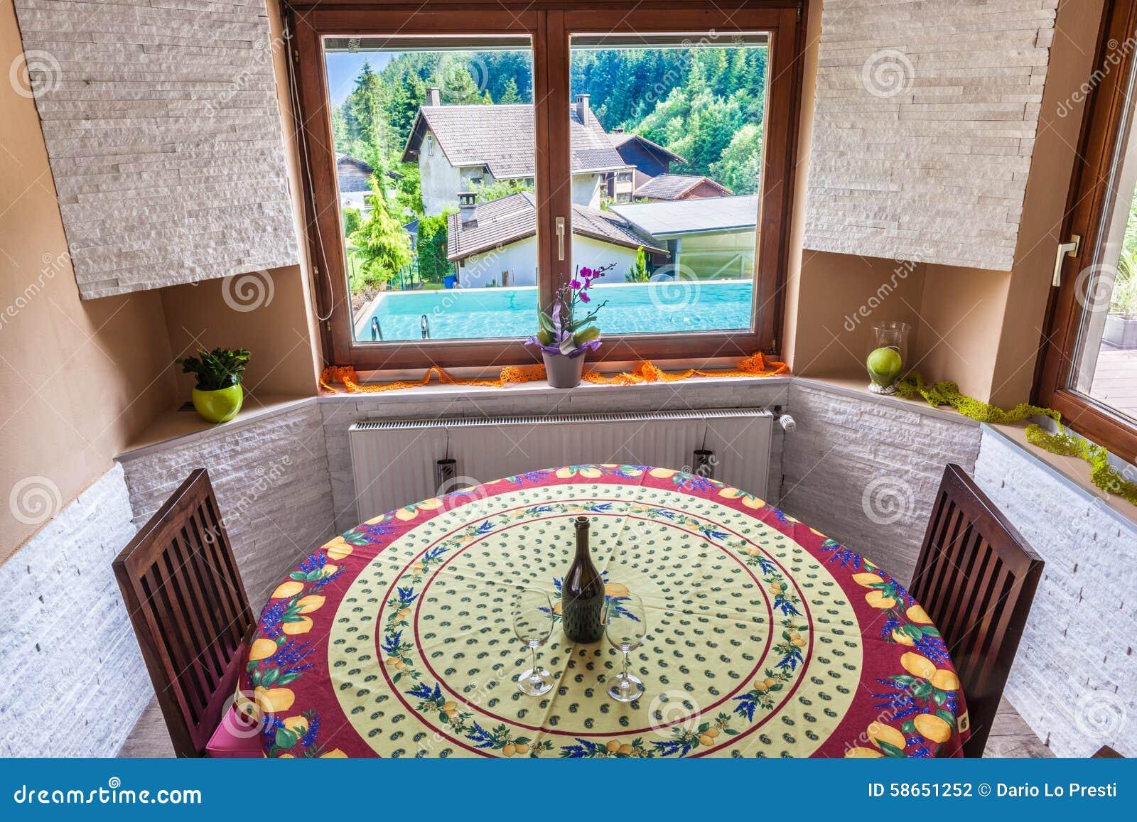 Salone Rustico Con Lo Stagno Fotografia Stock - Immagine: 58651252
