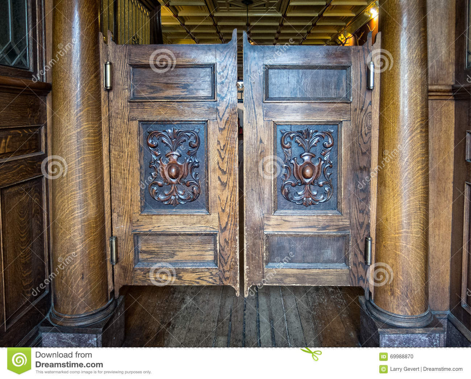 Saloon doors & Saloon Doors Stock Photo - Image: 69988870 Pezcame.Com